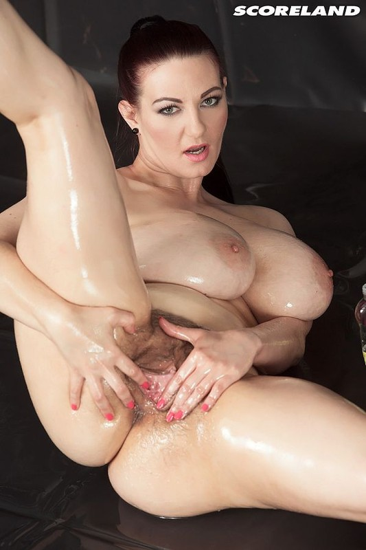 Vanessa Y – Scoreland – Big Boob Oil Spill plays with her pussy – FullHD 1080p