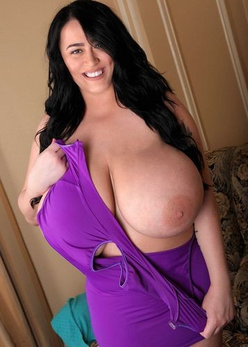 Leanne Crow – Fan Outfit Pink Top 2 Monstrous Boobs  720p